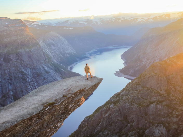 The wild king - Trolltunga, Norvège by sineyes