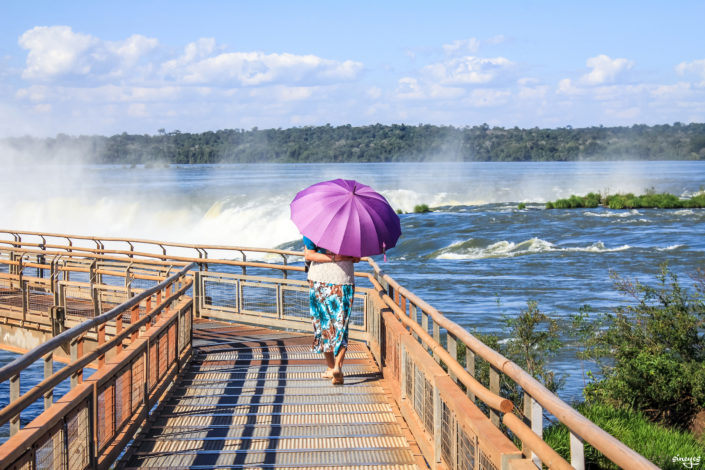 Under my umbrella (ella ella, eh eh eh) - Iguazu, Argentine