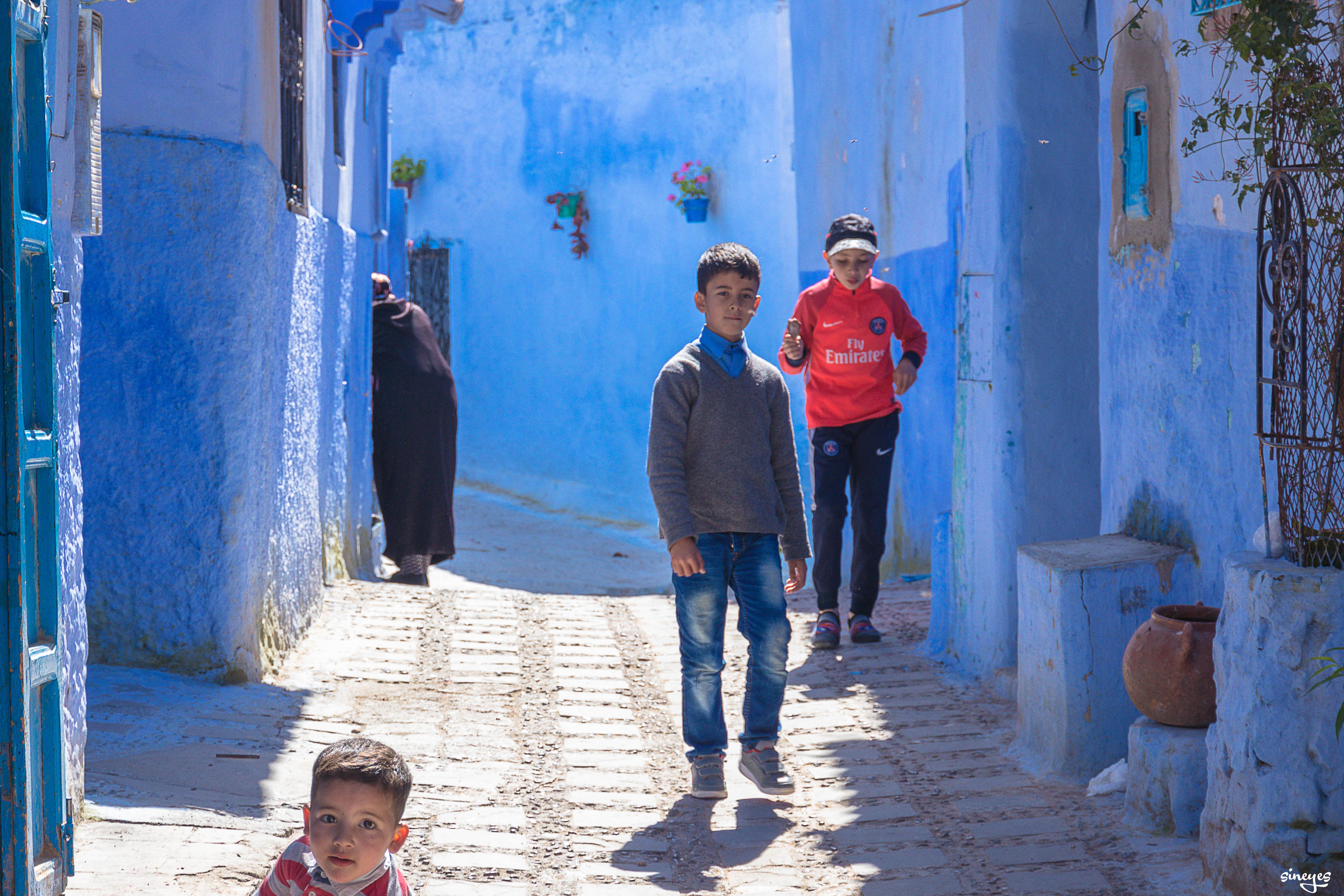 Chefchaouen street gang - Chefchaouen, Maroc, avril 2018