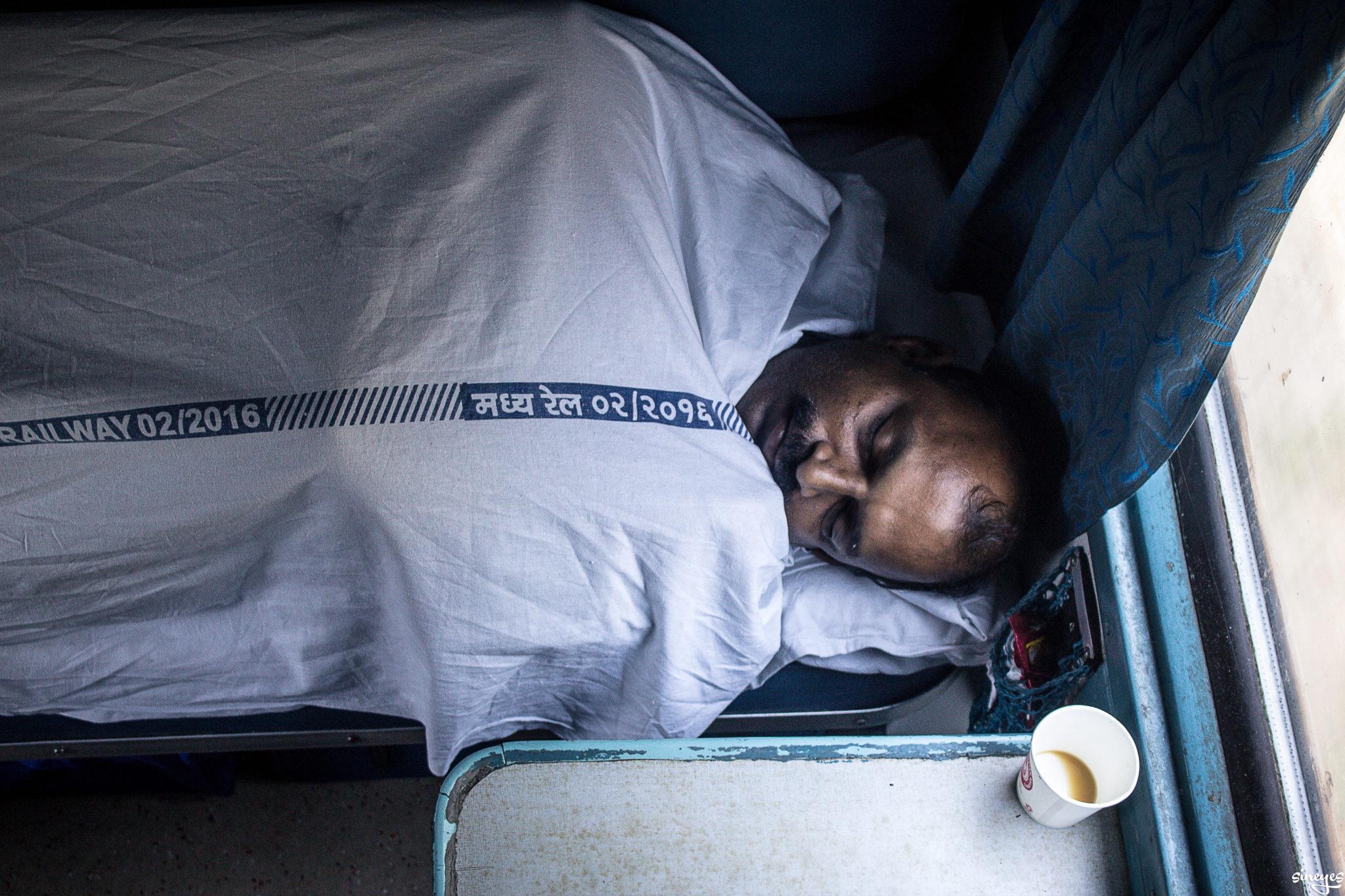 La belle au bois dormant - Ernakulam, Inde by sineyes