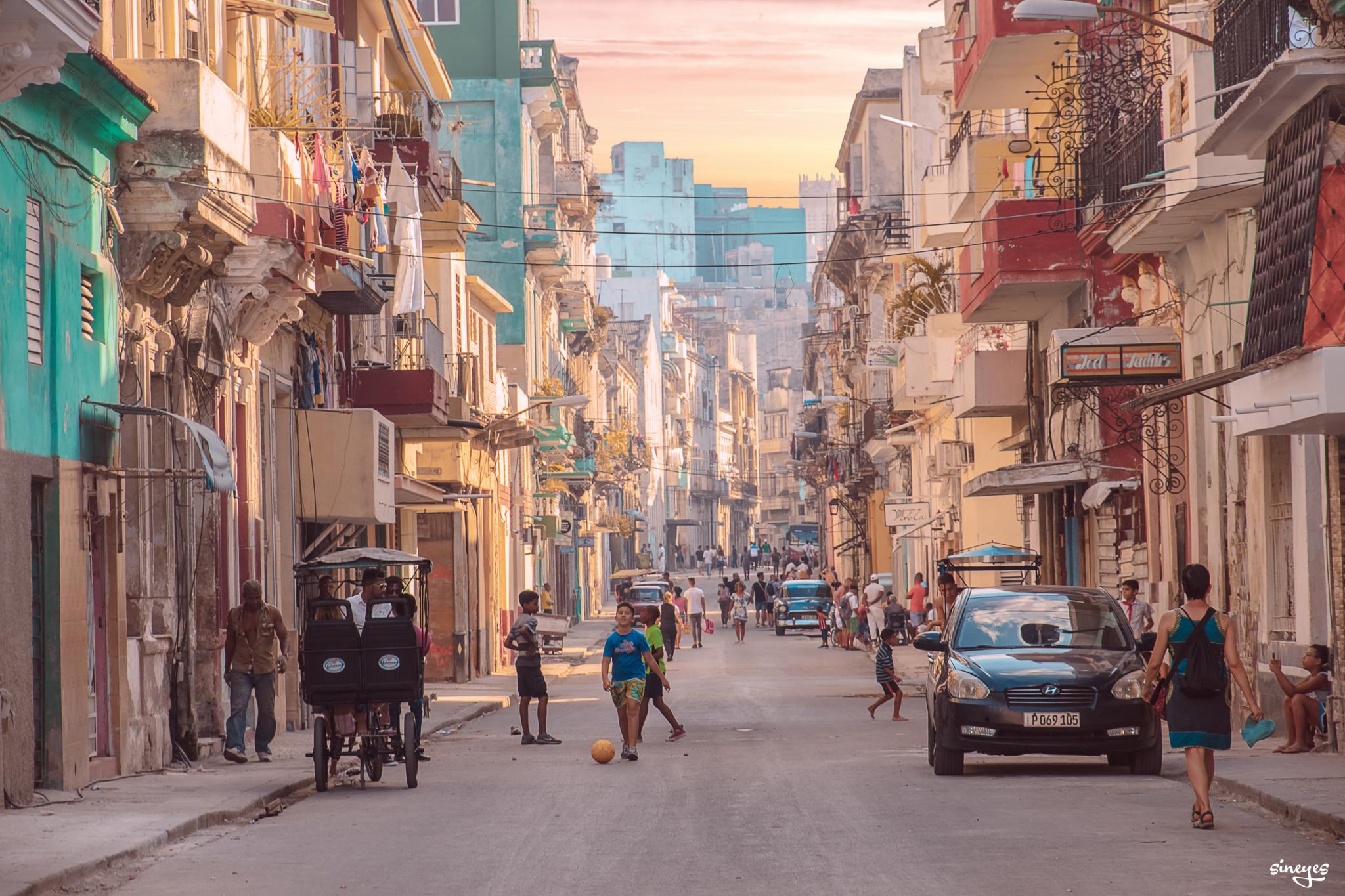 Street Paradise by sineyes