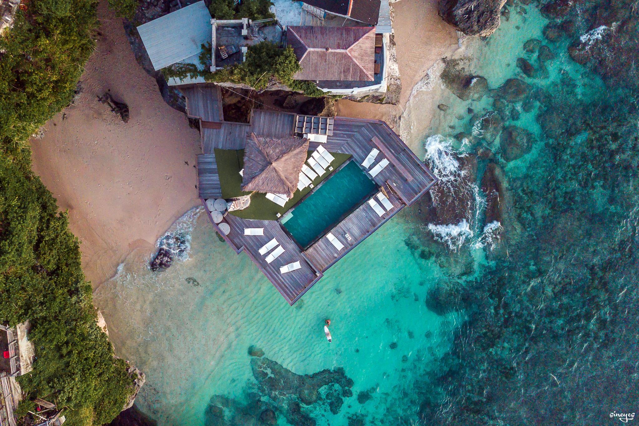 Private pool by sineyes