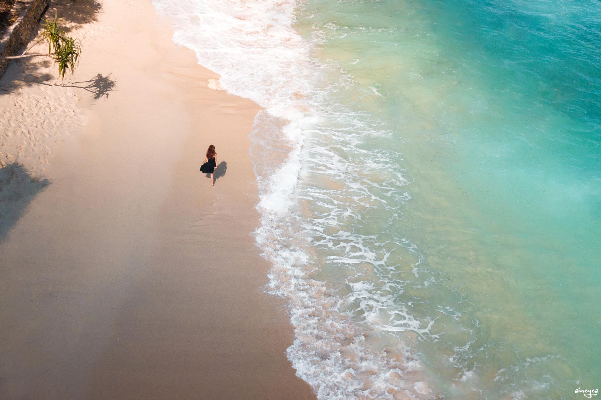 Walking beach by sineyes