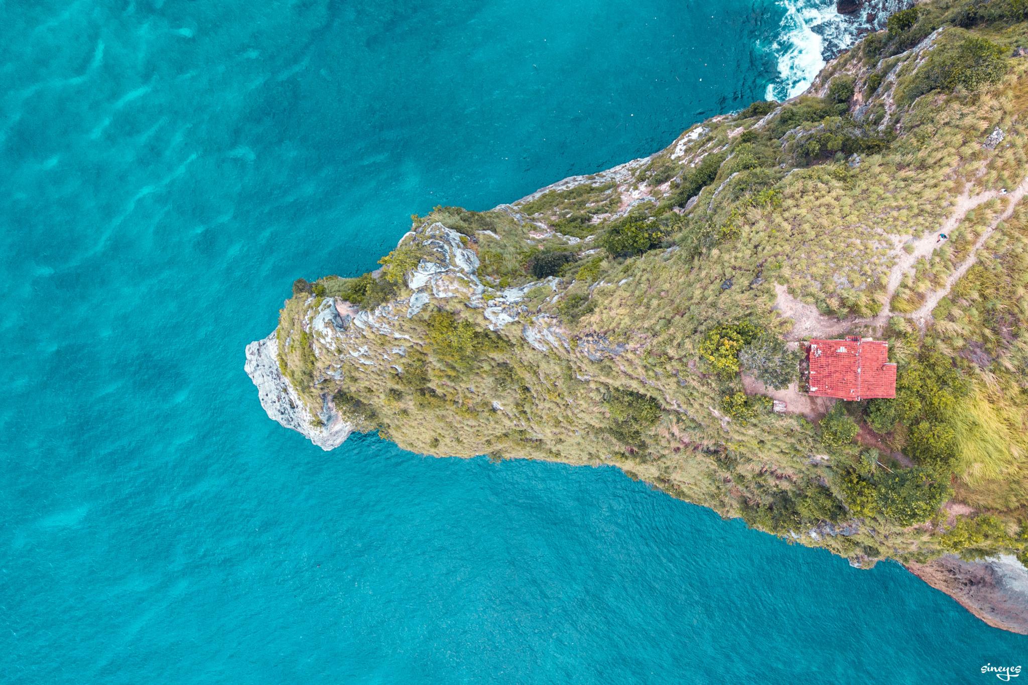 La petite maison sur la falaise by sineyes